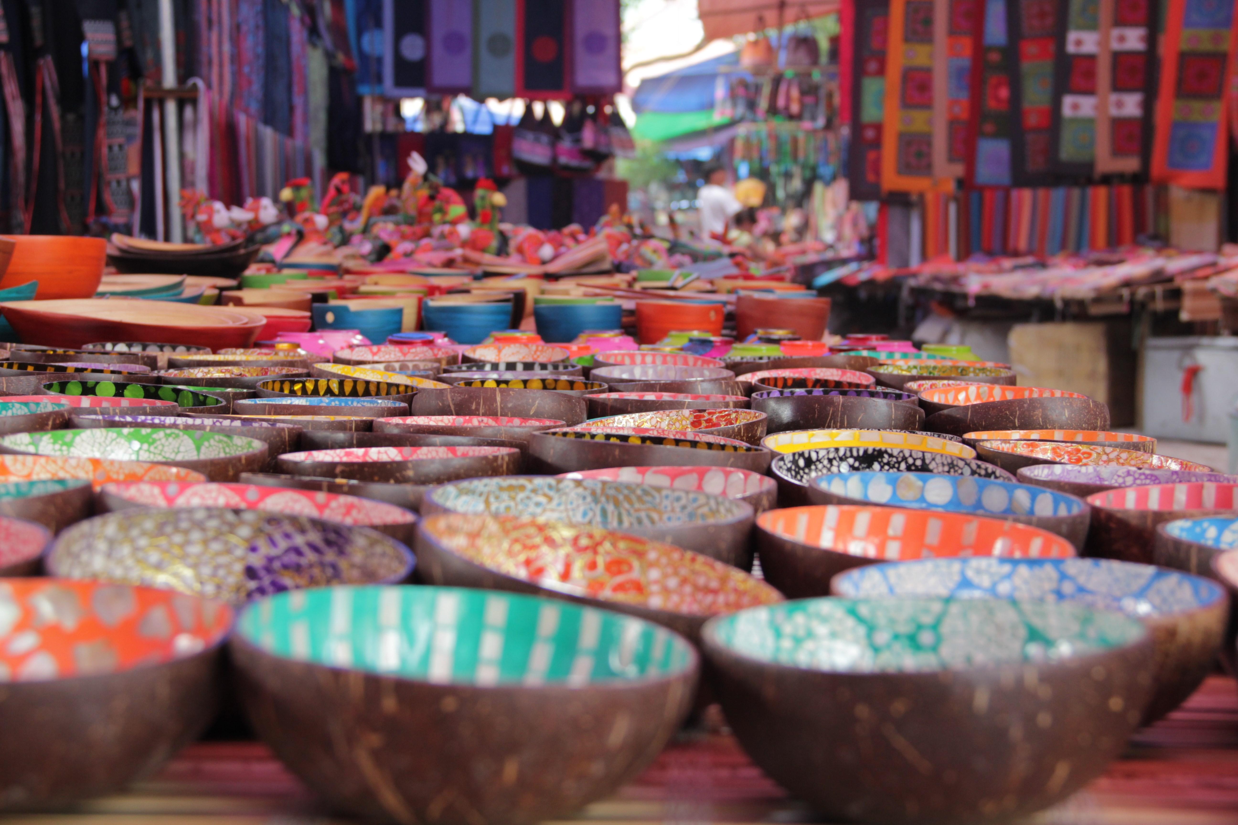 Les ethnies des montagnes alentours vendent leurs  fabrications artisanales (© Aurélie Bacheley).