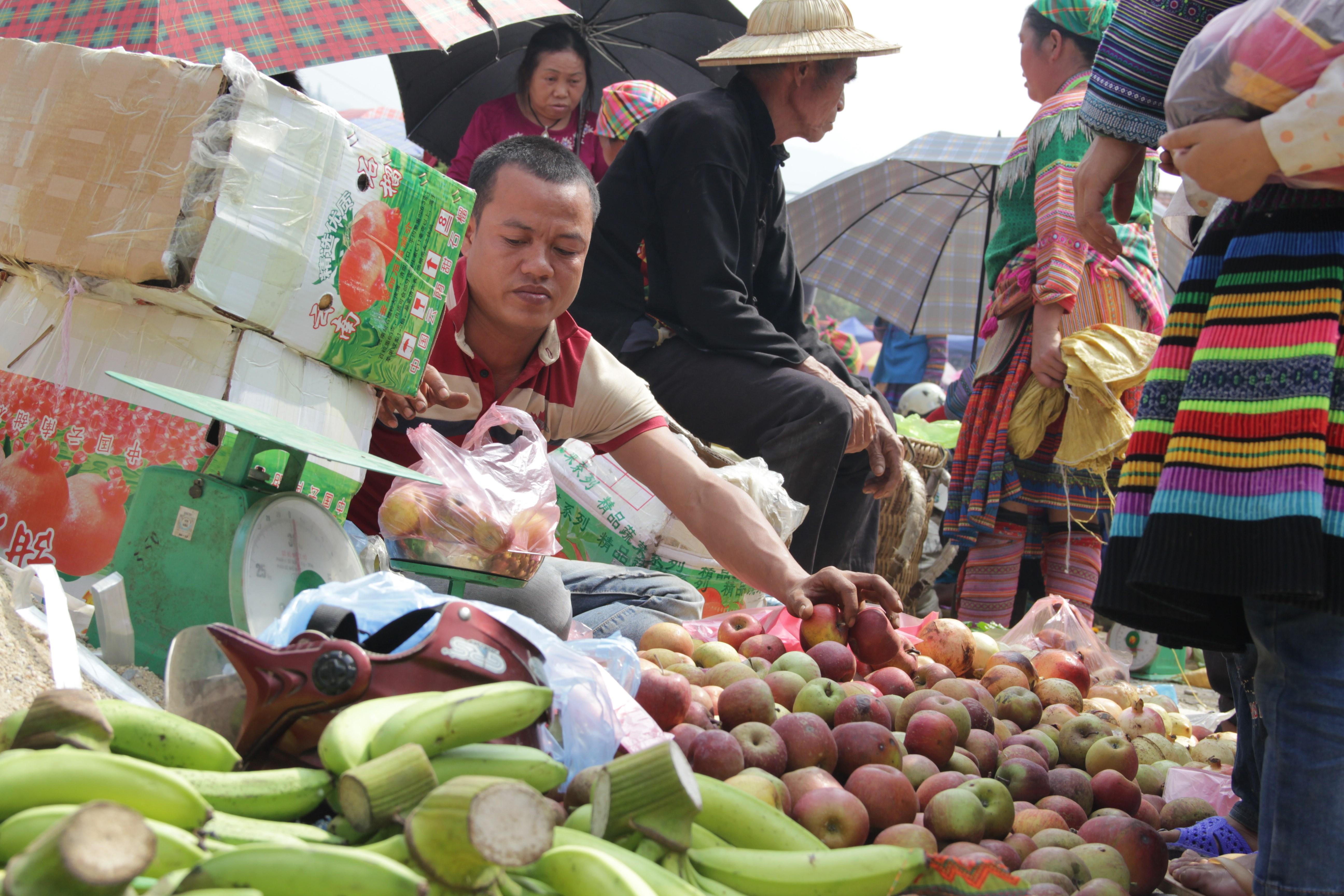 A chaque type de produits son quartier sur le marché (© Jérôme Decoster).