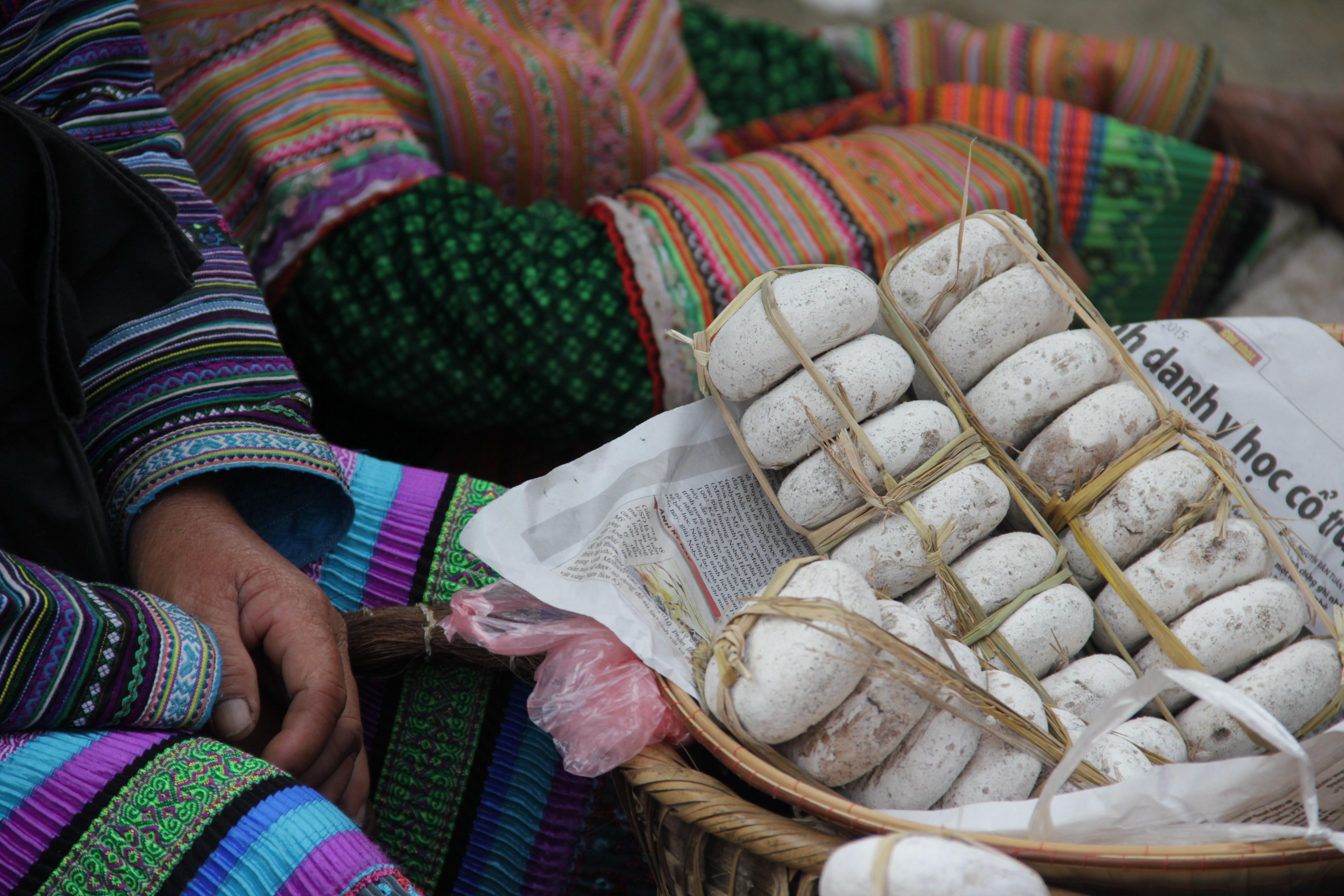 La pâte de riz est la base de beaucoup de spécialités locales. Ici, des beignets sucrés (© Jérôme Decoster).
