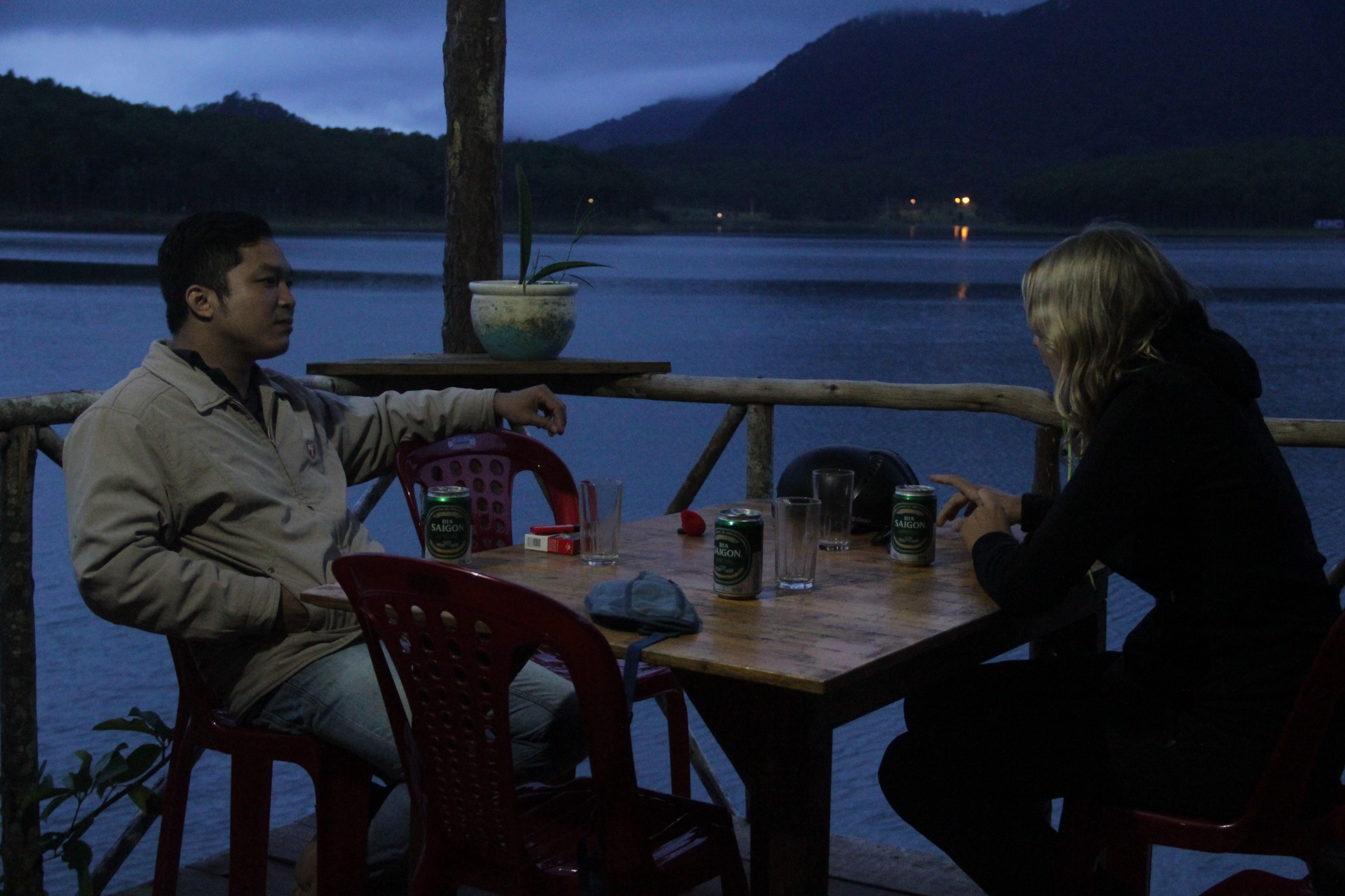 Quand Jason souffre trop de la pression familiale, il s'éclipse pour aller boire quelques verres.