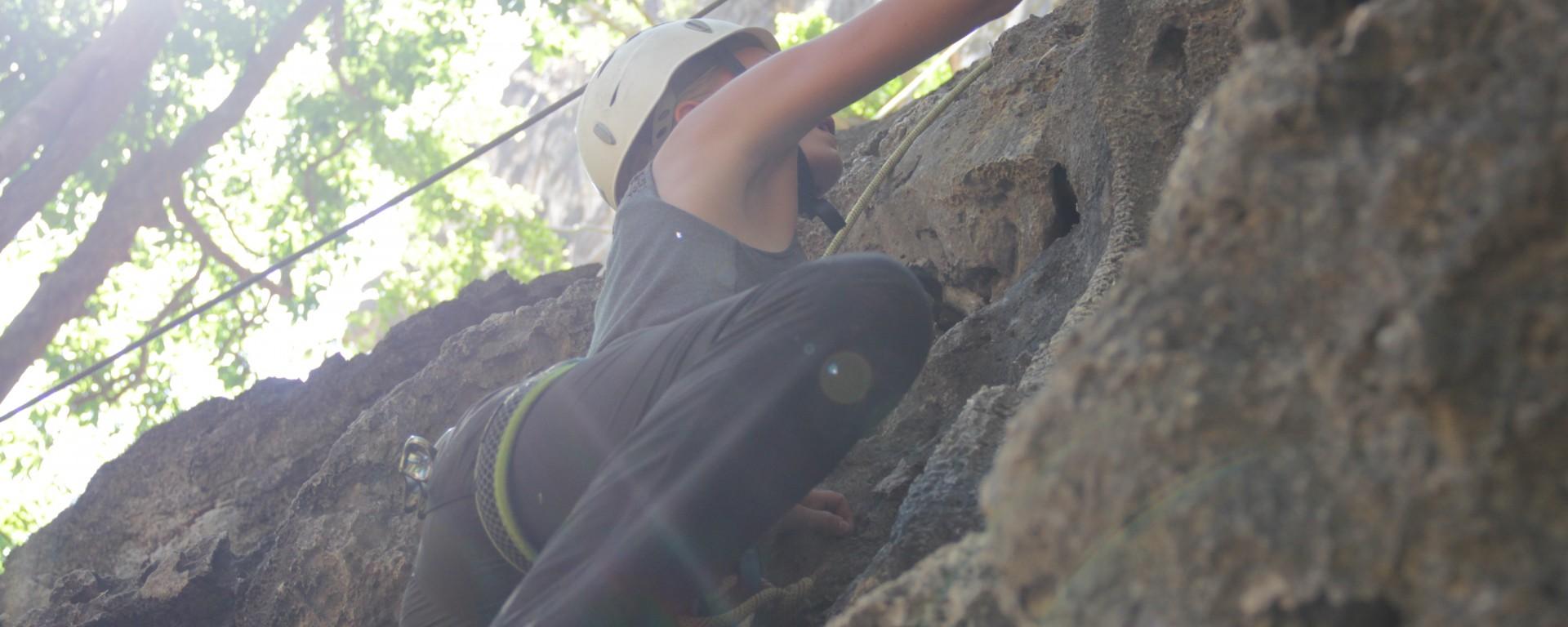"""Je m'attaque à l'ascension d'une piste de """"débutants"""" : 15 mètres de hauteur (© Jérôme Decoster)."""