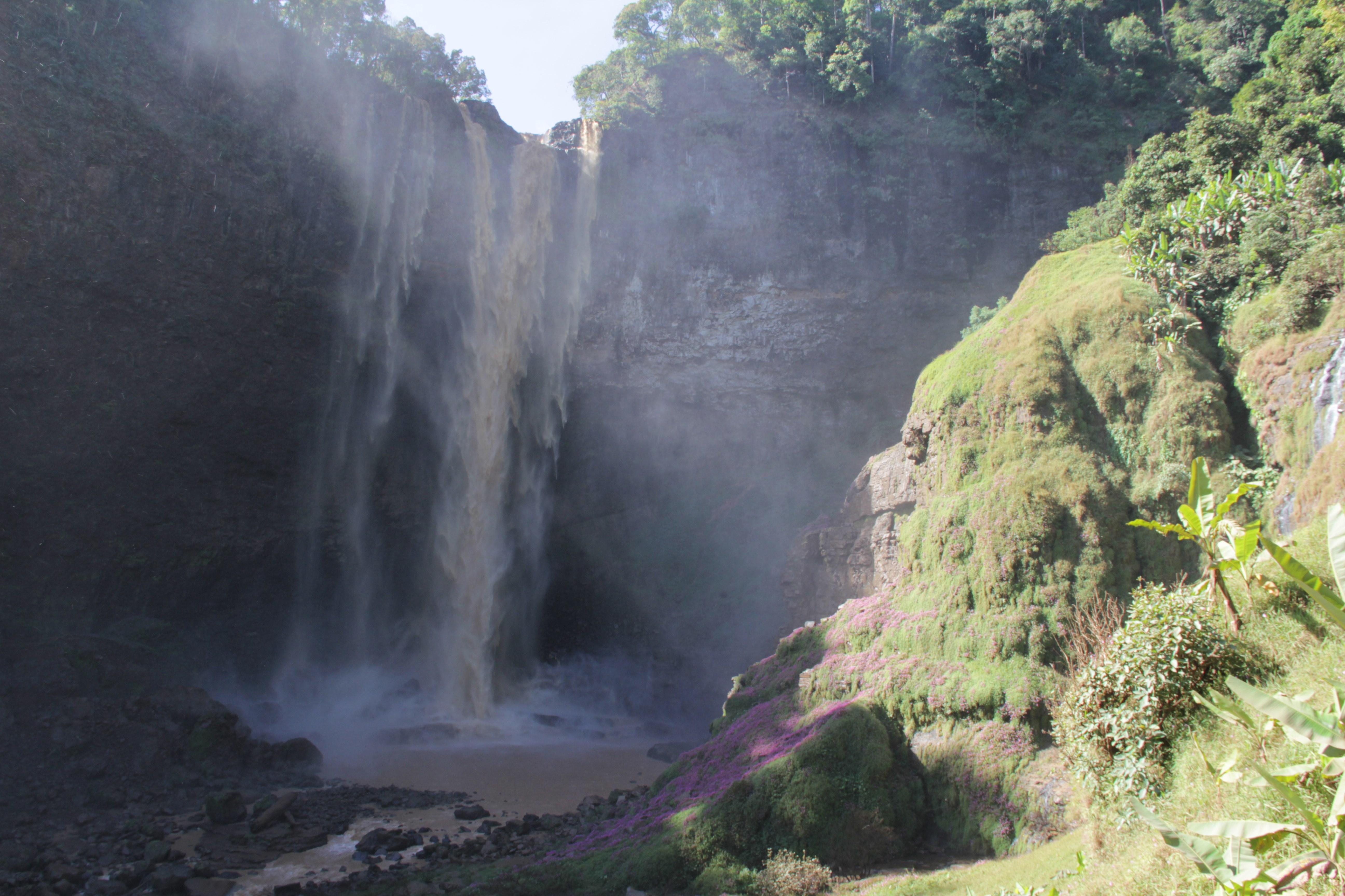 Difficile de prendre des photos plus proches de la cascade. L'objectif de l'appareil étant immédiatement trempé.