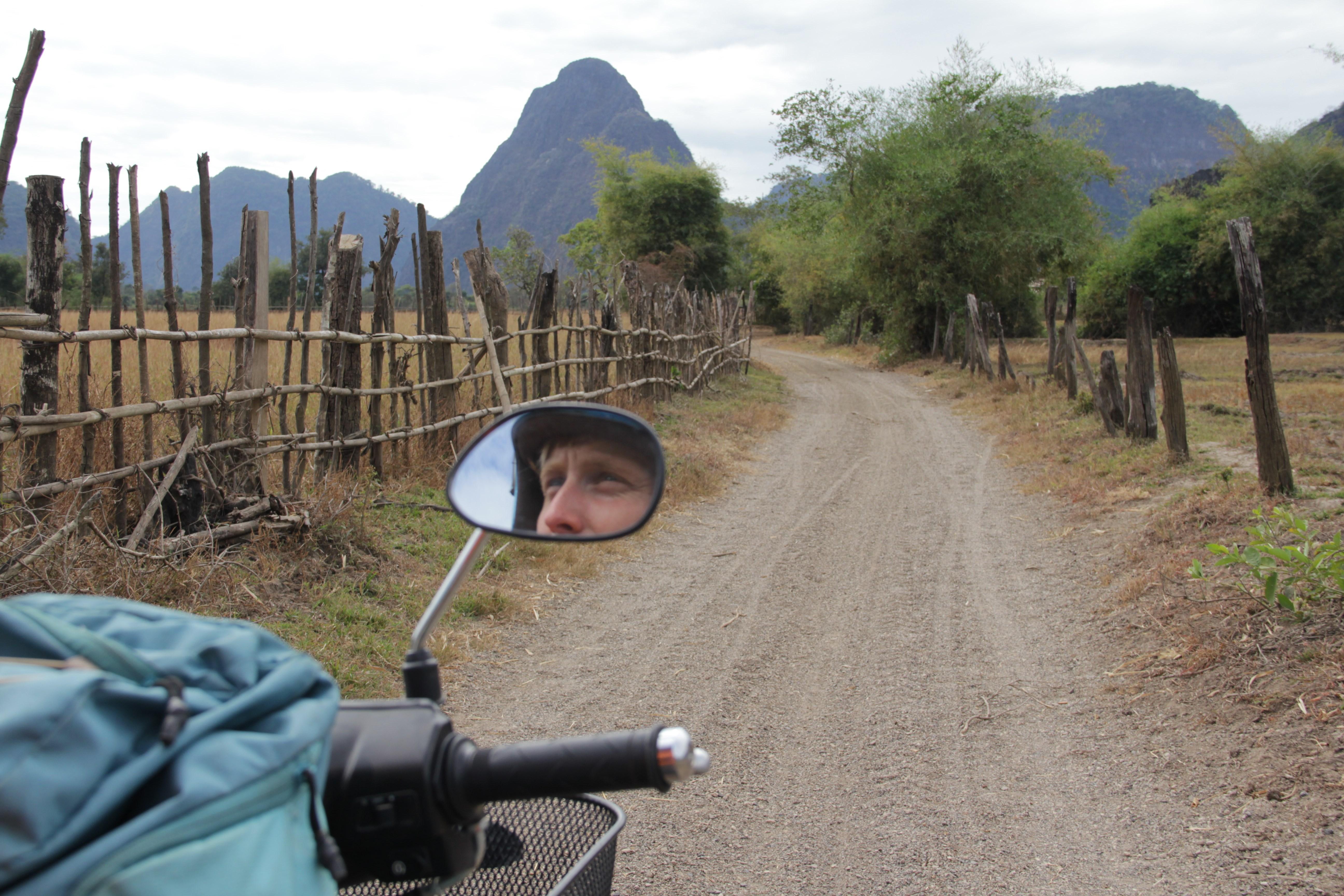 Pour profiter au mieux de la boucle de Thakhek, il faut la parcourir à moto et se perdre en chemin ! (© Aurélie Bacheley).