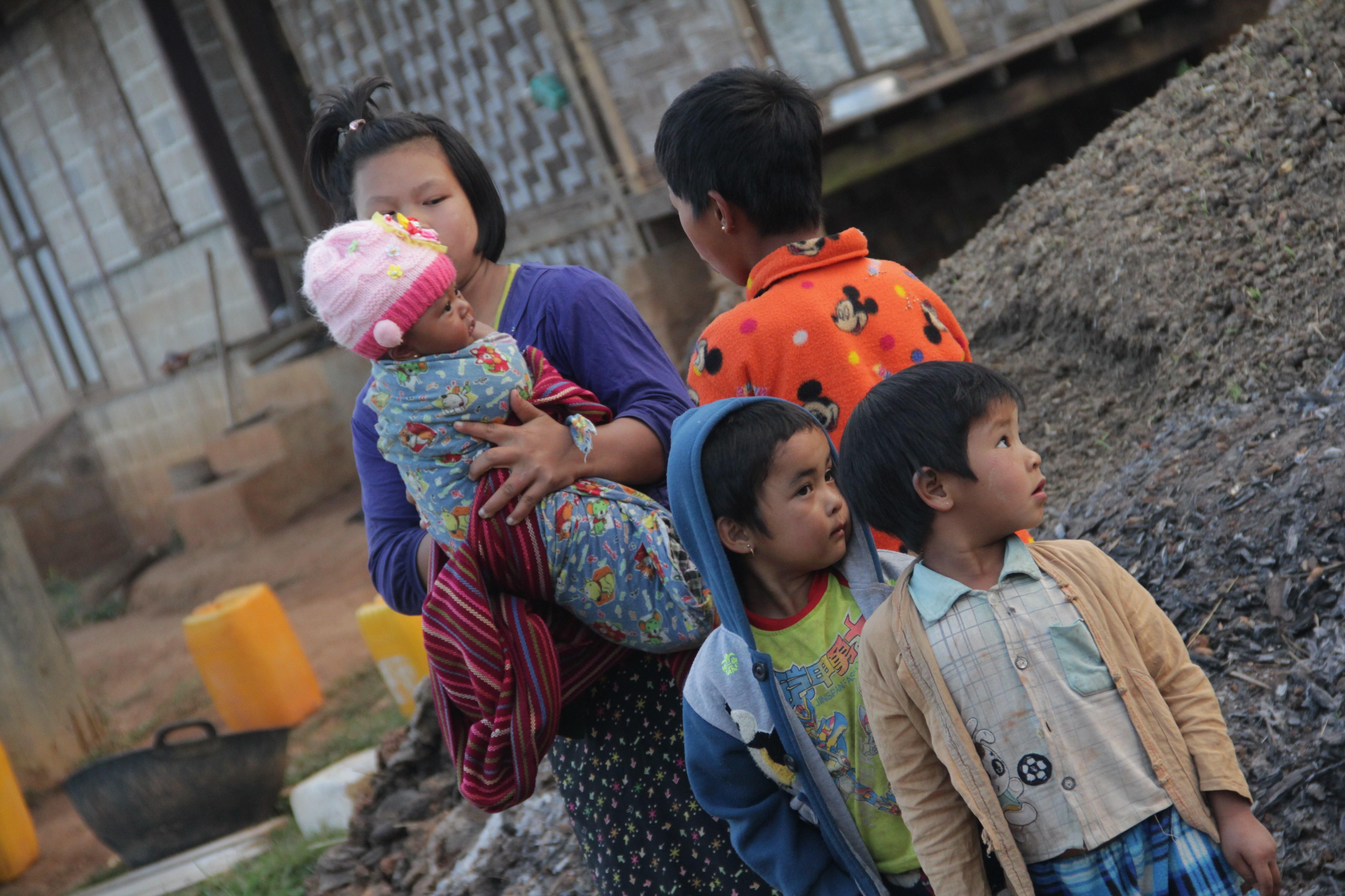 Une famille dans les rues de Kyautsu (© Jérôme Decoster).