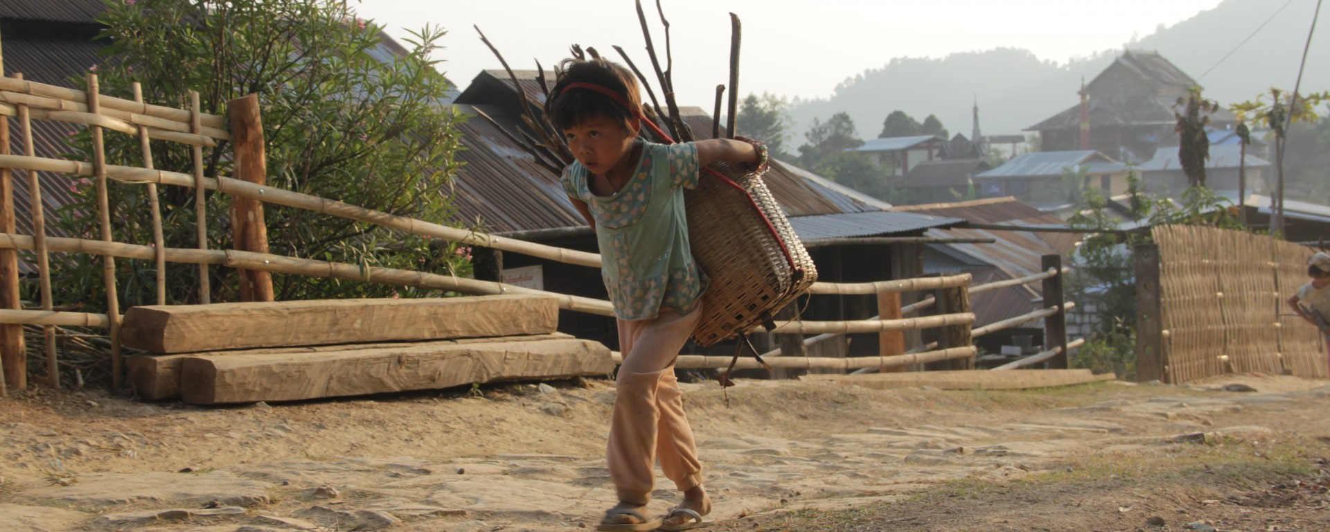 Les enfants travaillent souvent aux côtés de leurs parents (© Jérôme Decoster).