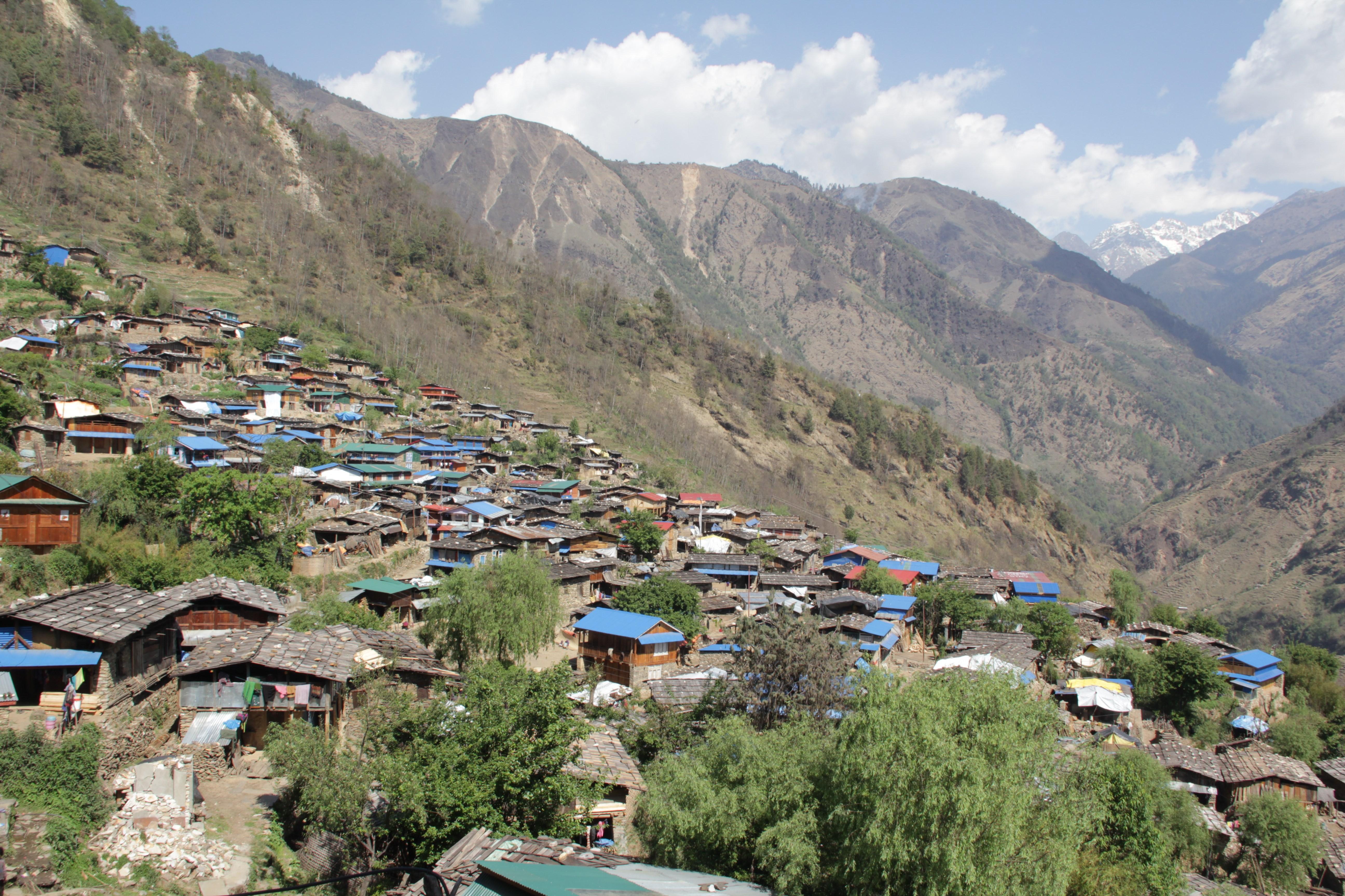 Un an après le séisme au Népal, les villageois de Laprak ont reconstruit plus de 80 % des maisons (© Jérôme Decoster).