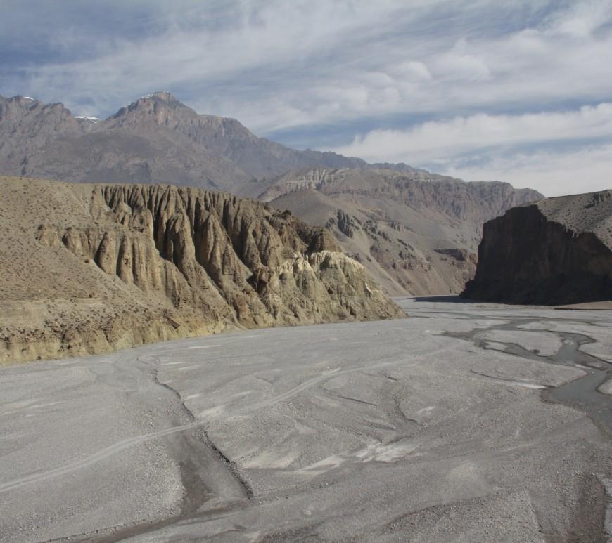 Un des nombreux paysages de rêve pendant dix jours de trek dans le Haut Mustang (© Aurélie Bacheley).