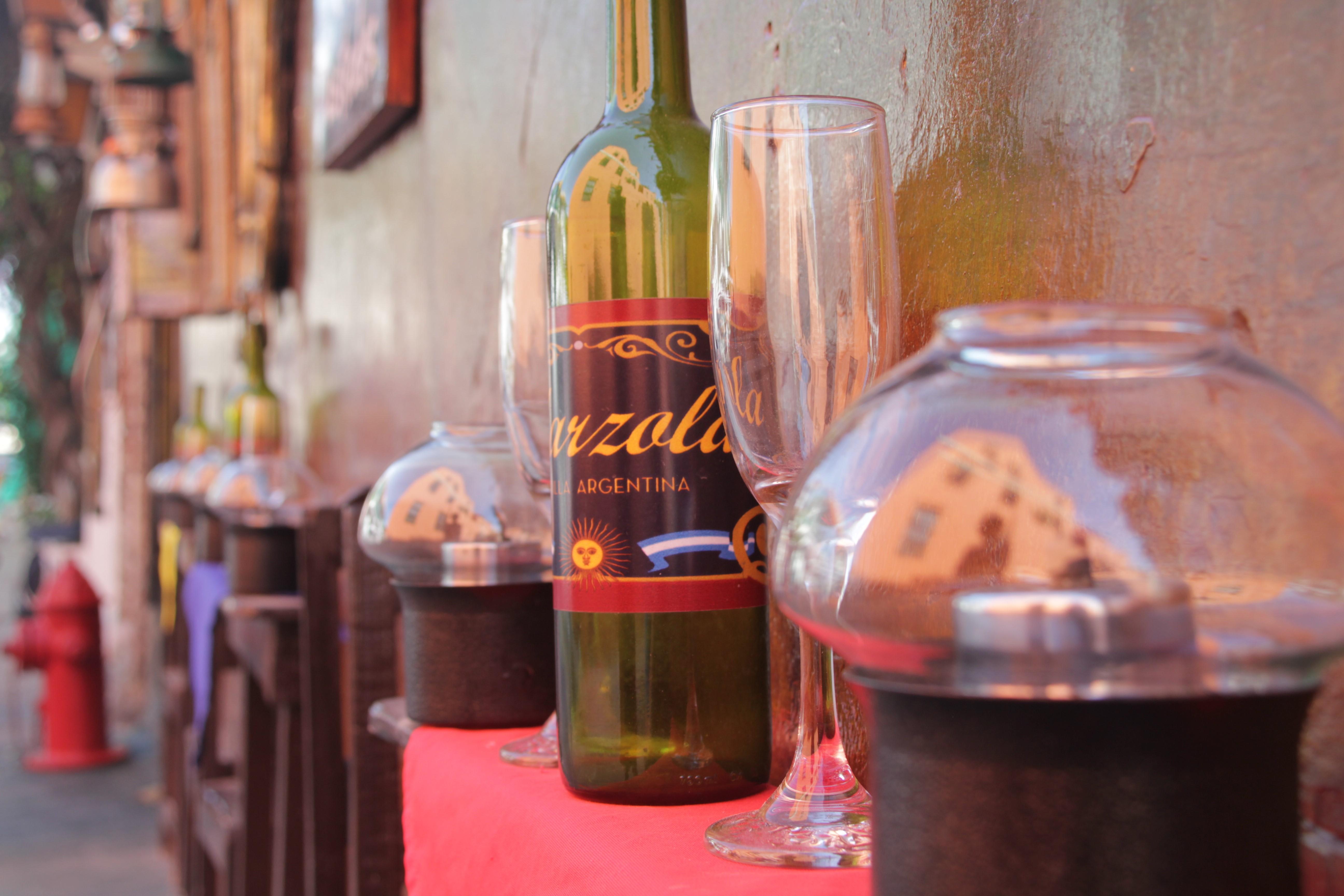 … avec du vin argentin… (© Jérôme Decoster)