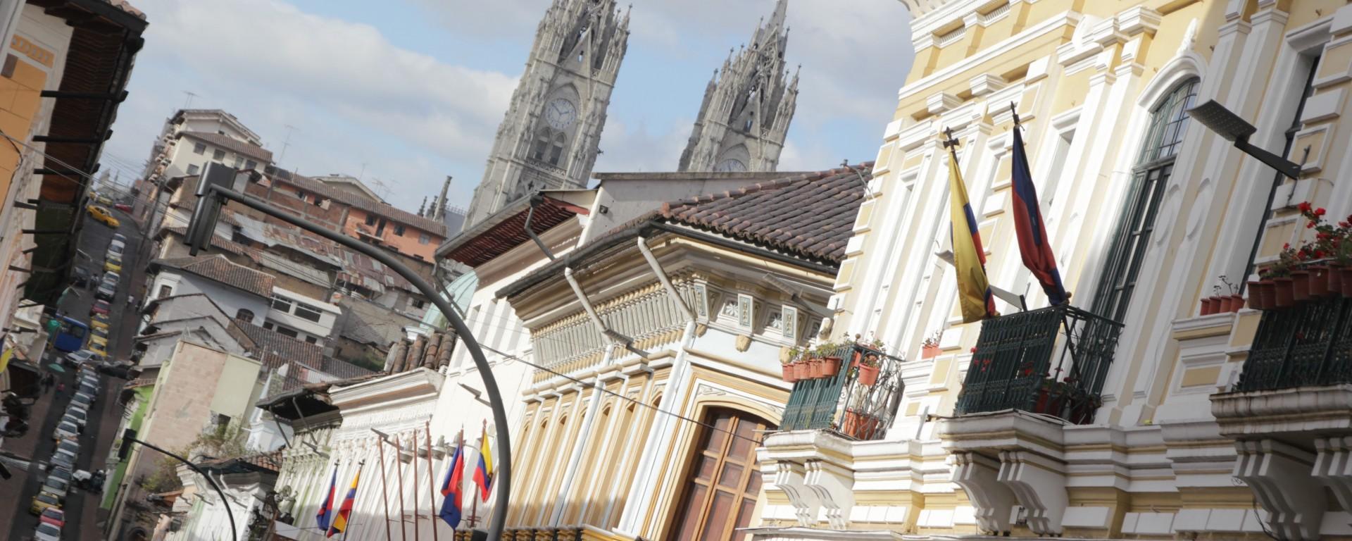 Vue sur la basilique del voto nacional de Quito (© Jérôme Decoster).