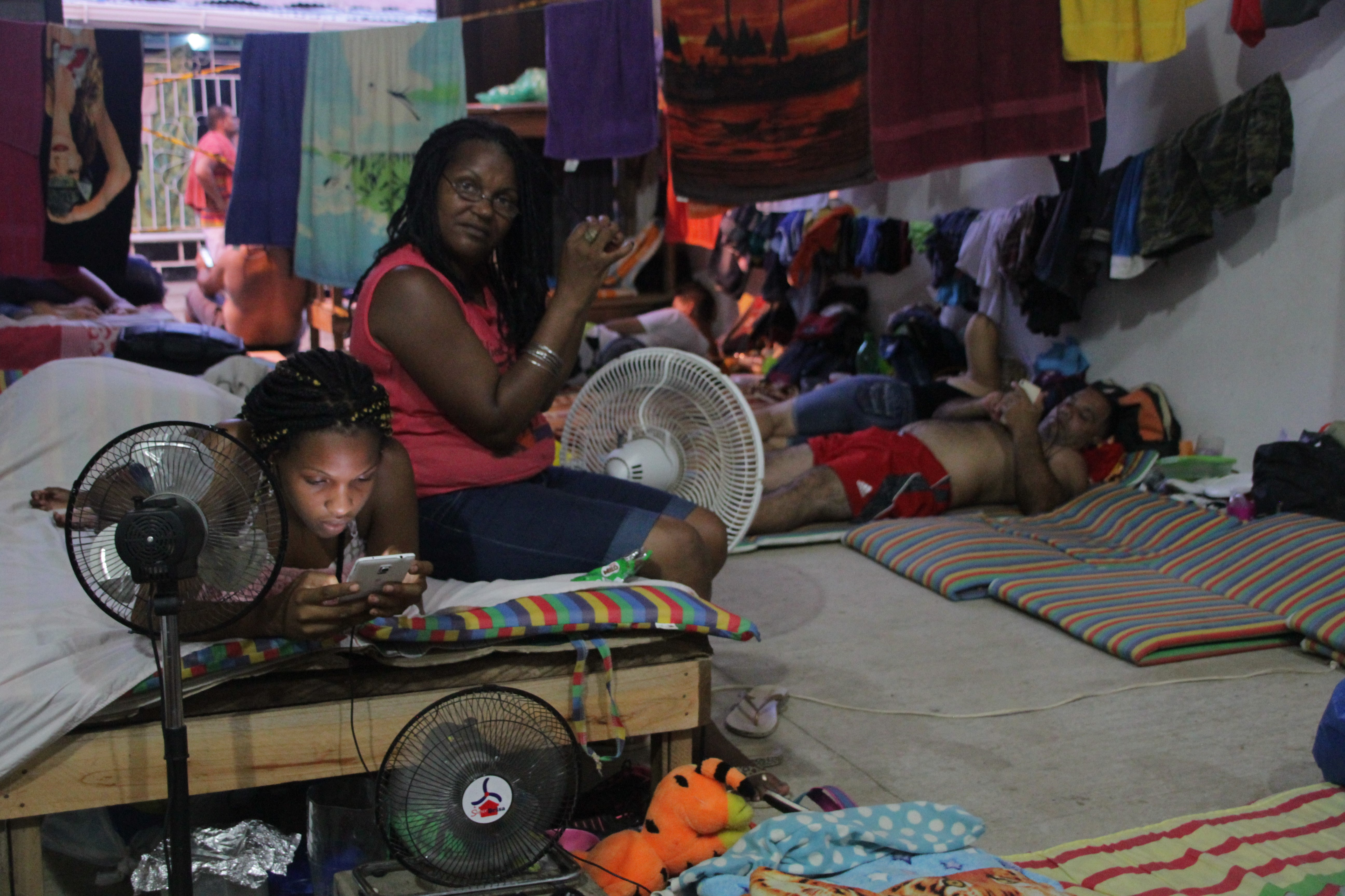 Les Cubains de l'entrepôt de Turbo sont menacés d'expulsion par le gouvernement colombien (© Jérôme Decoster).