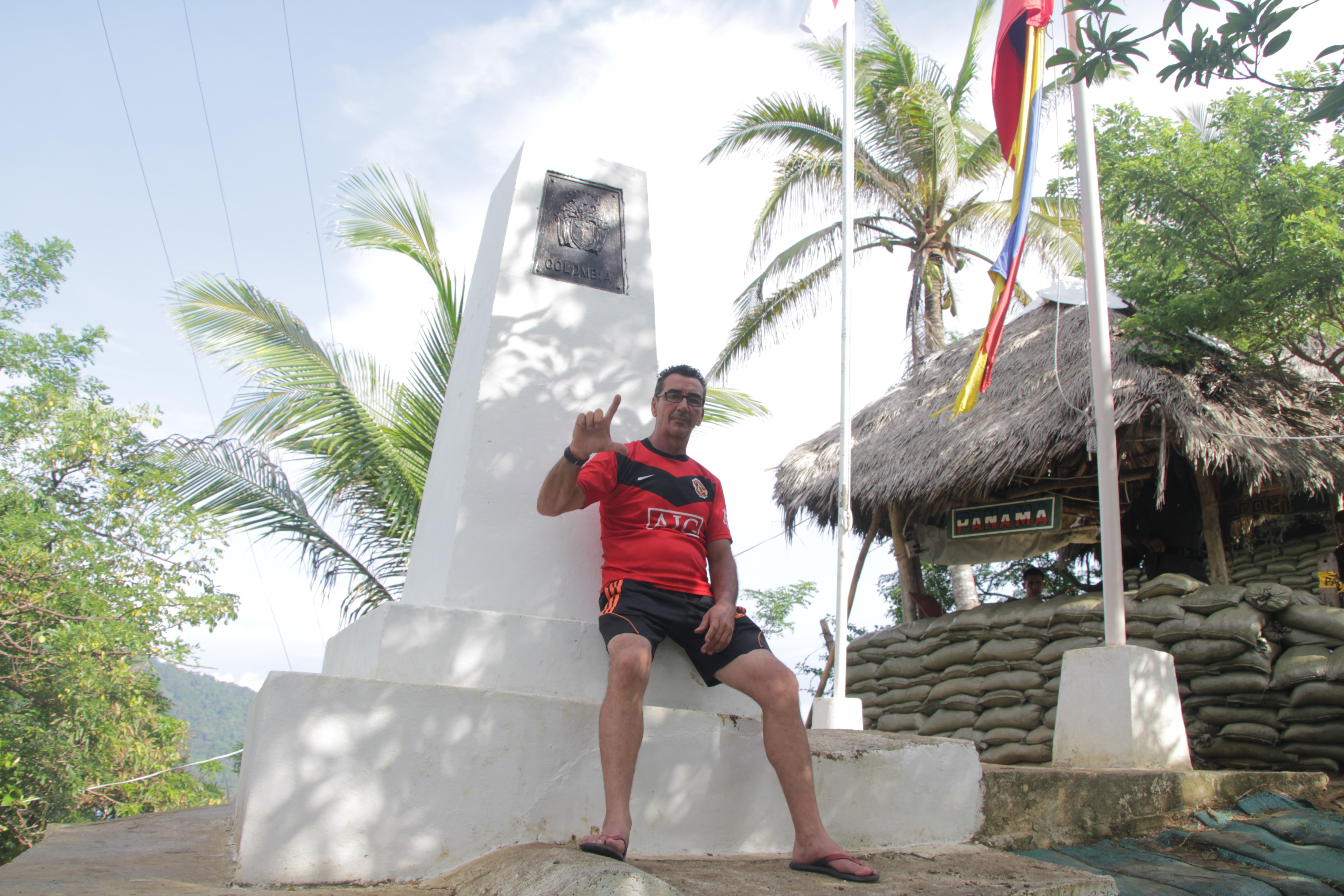 Ubernel à la frontière avec le Panama. Il ne peut pas passer de l'autre côté (© Jérôme Decoster).