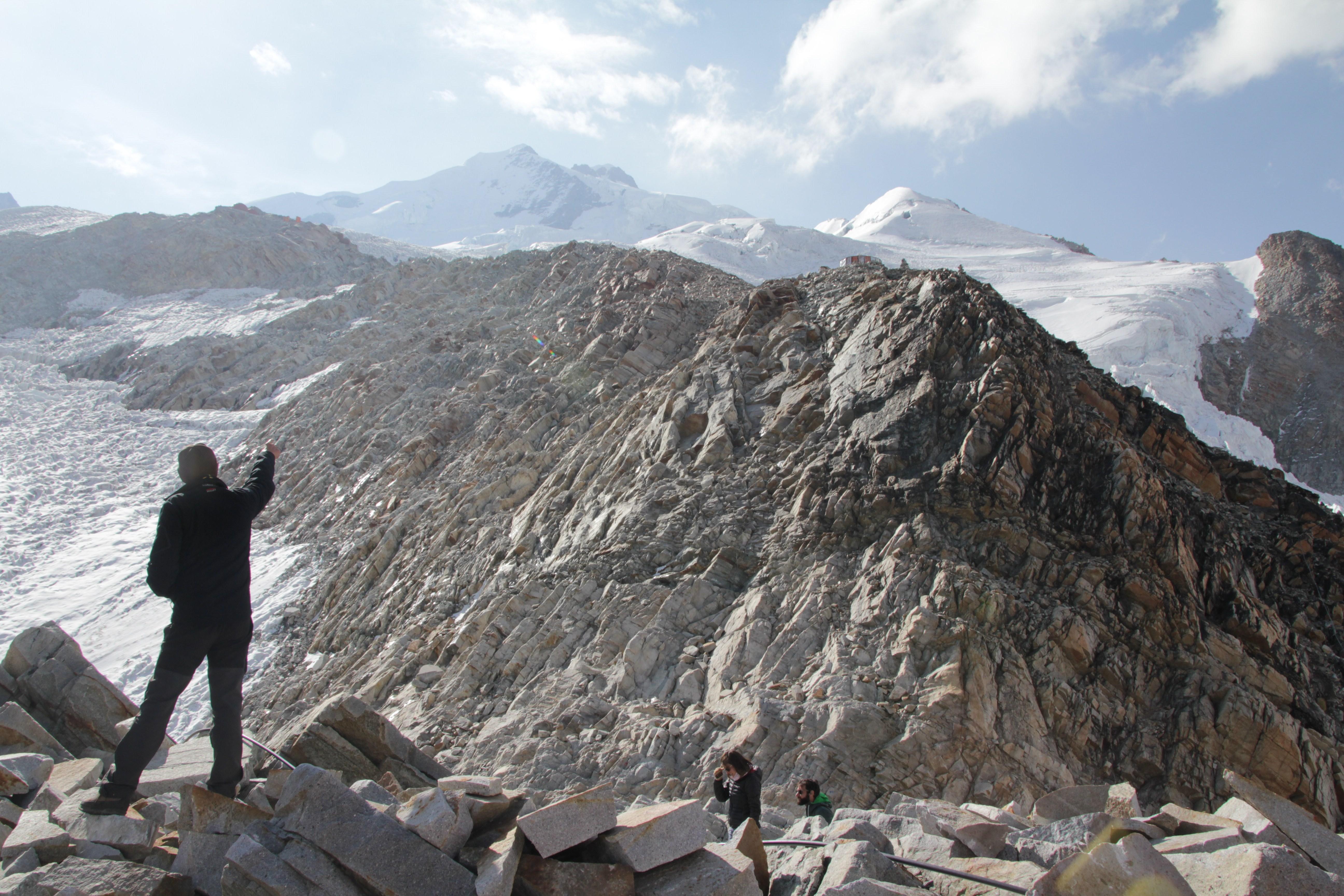 La vue depuis le même refuge. Le sommet, situé derrière, n'est pas encore visible (© Jérôme Decoster)