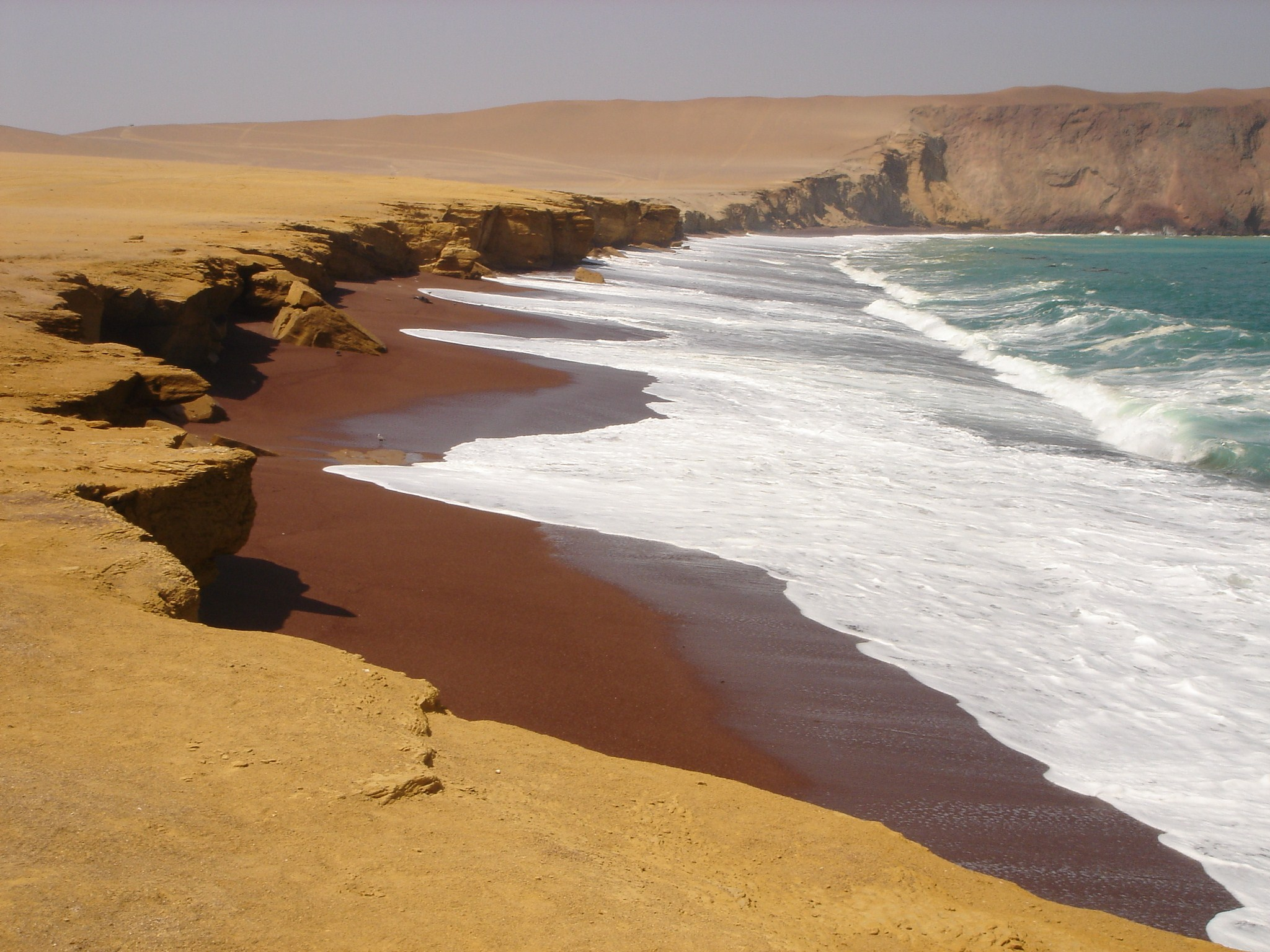 Playa roja, réserve de Paracas (photo Flickr / cc by Vicente González Camacho)