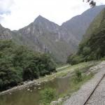 12 km de rails qui relient Hydroelectrica à Aguas Calientes, ville départ pour le Machu Picchu = 30 dollars en train ou 2 h 30 de marche. Un choix vite fait. (© Aurélie Bacheley).