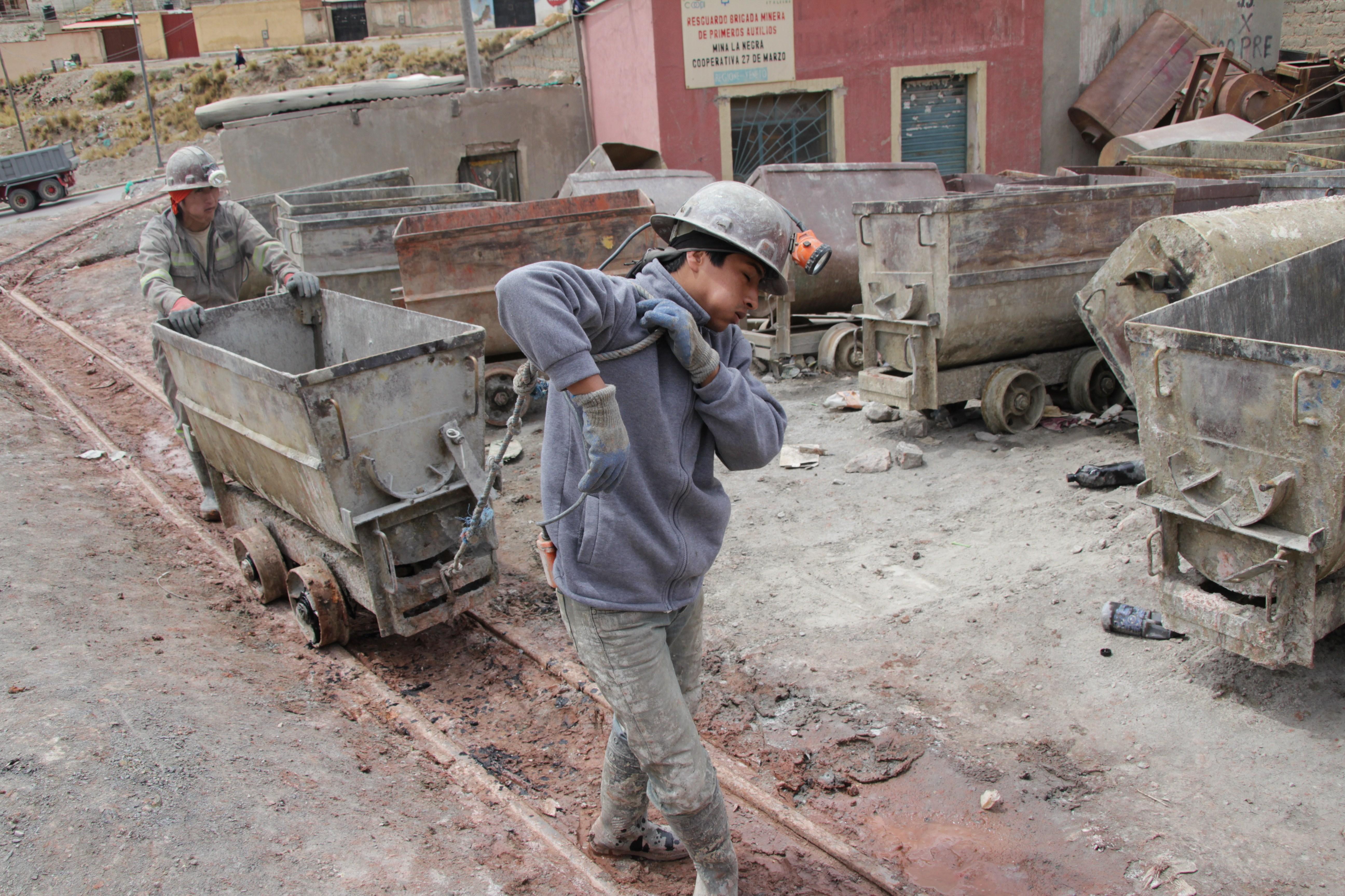 Un mineur de Potosí. Comme tous, il mâche des feuilles de coca pour se donner du courage (© Jérôme Decoster).
