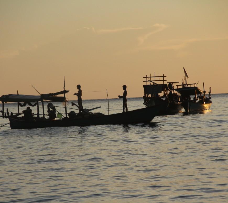 Dernière pêche de la journée au soleil couchant (© Aurélie Bacheley).