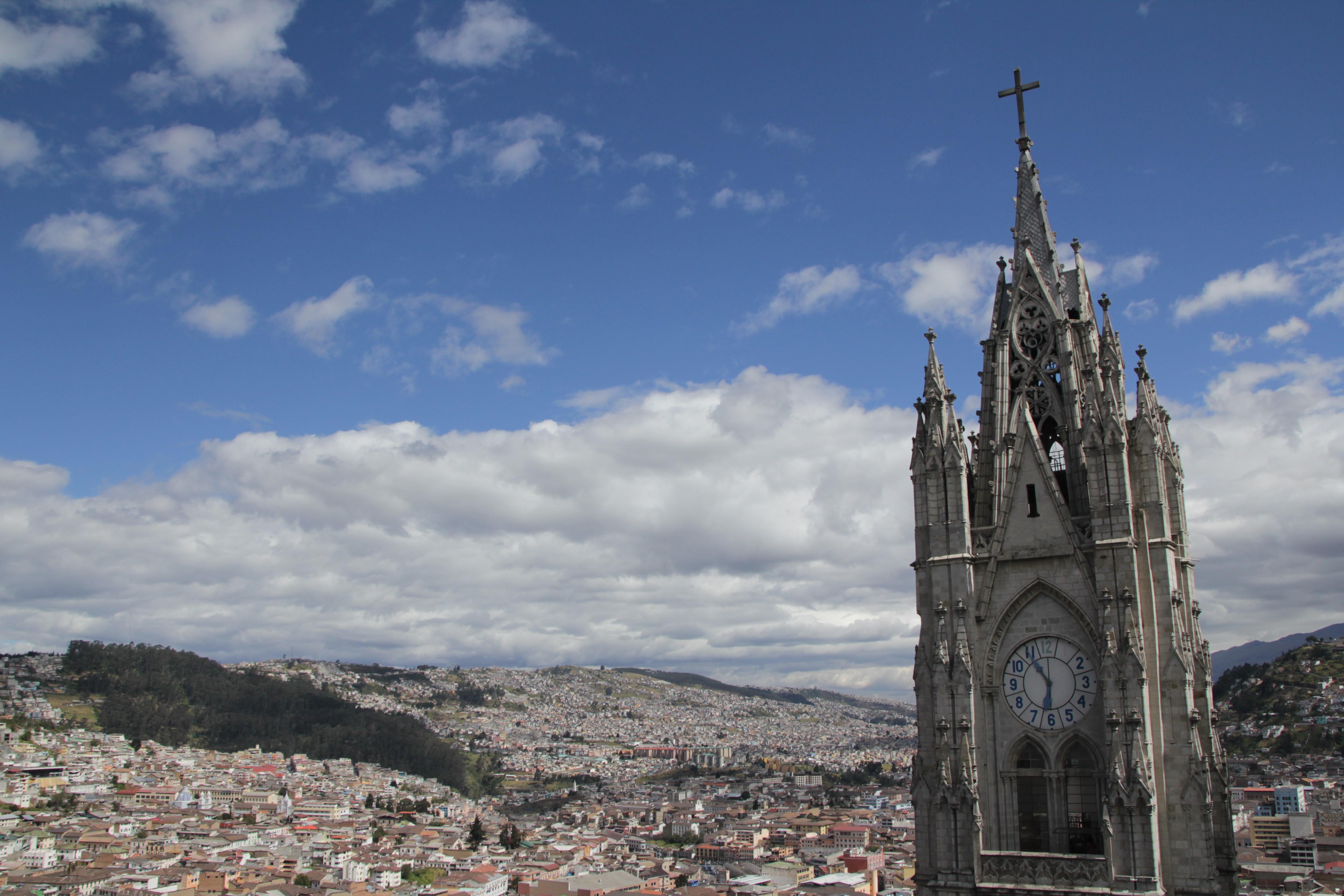 Un des deux clochers de la  basilique del voto nacional (© Aurélie Bacheley).