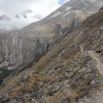 Le chemin qui mène au premier campement de ce trek (© Jérôme Decoster).