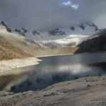 Après une rude première journée avec 1 540 m de dénivelé positif, l'arrivée à la lagune Cullicocha est un régal (© Aurélie Bacheley).